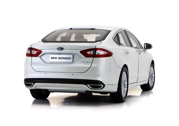 โมเดลรถ โมเดลรถเหล็ก โมเดลรถยนต์ Ford Mondeo 2013 ขาว 2