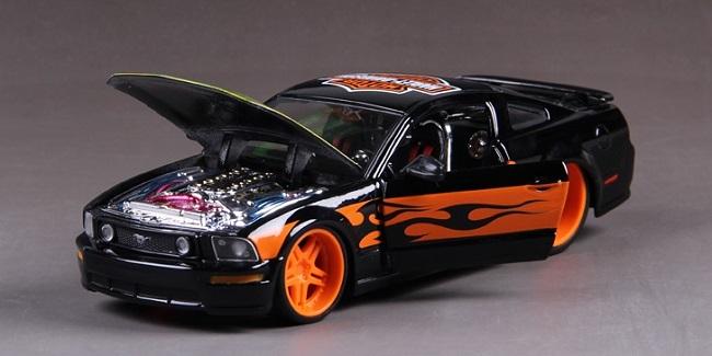 โมเดลรถ รถเหล็ก โมเดลรถเหล็ก โมเดลรถยนต์ Ford 2006 Mustang 4