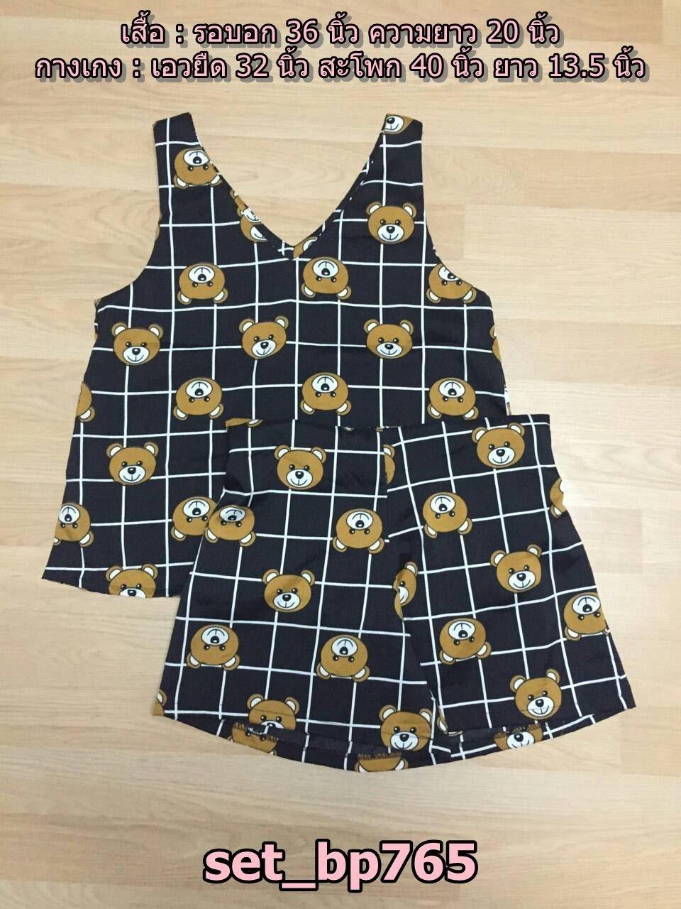Set_bp765 ชุดเซ็ท 2 ชิ้น(เสื้อ+กางเกง) เสื้อแขนกุดคอวีหน้าหลัง+กางเกงขาสั้นเอวยืด ผ้าไหมอิตาลีลายหน้าหมี+ลายตารางพื้นสีดำ