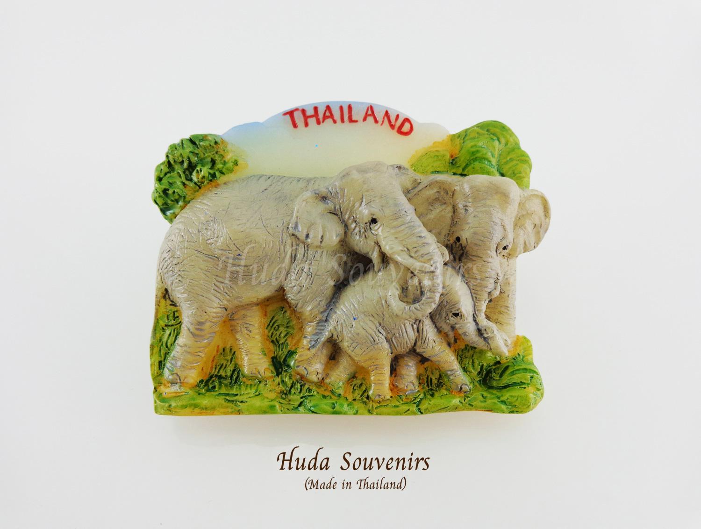 แม่เหล็กติดตู้เย็น ลวดลายครอบครัวช้าง วัสดุเรซิ่น ชิ้นงานปั้มลายเนื้อนูน ลงสีสวยงาม