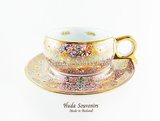 ของที่ระลึก แก้วกาแฟเบญจรงค์ หูกรรไกร ลวดลายดอกไม้ โทนสีชมพู ลายเนื้อนูนเคลือบผิวเงา สินค้าพร้อมส่ง (ราคาไม่รวมกล่อง)