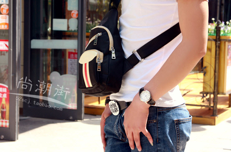 กระเป๋าคาดอก พร้อมส่ง ผ้าไนล่อน สีดำ มีช่องกระเป๋าด้านหน้า ฝากระเป๋าแต่งหนัง ออกแบบสวย มีช่องเยอะ สายปรับได้