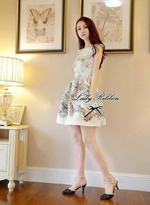 ( พร้อมส่ง) Lady Olivia Sweet Fantasy Print Sleeveless Dress เดรสแขนกุดพิมพ์ลายประดับโบช่วงไหล่ ตัวนี้เหมาะกับสาวหวานลุคคุณหนู