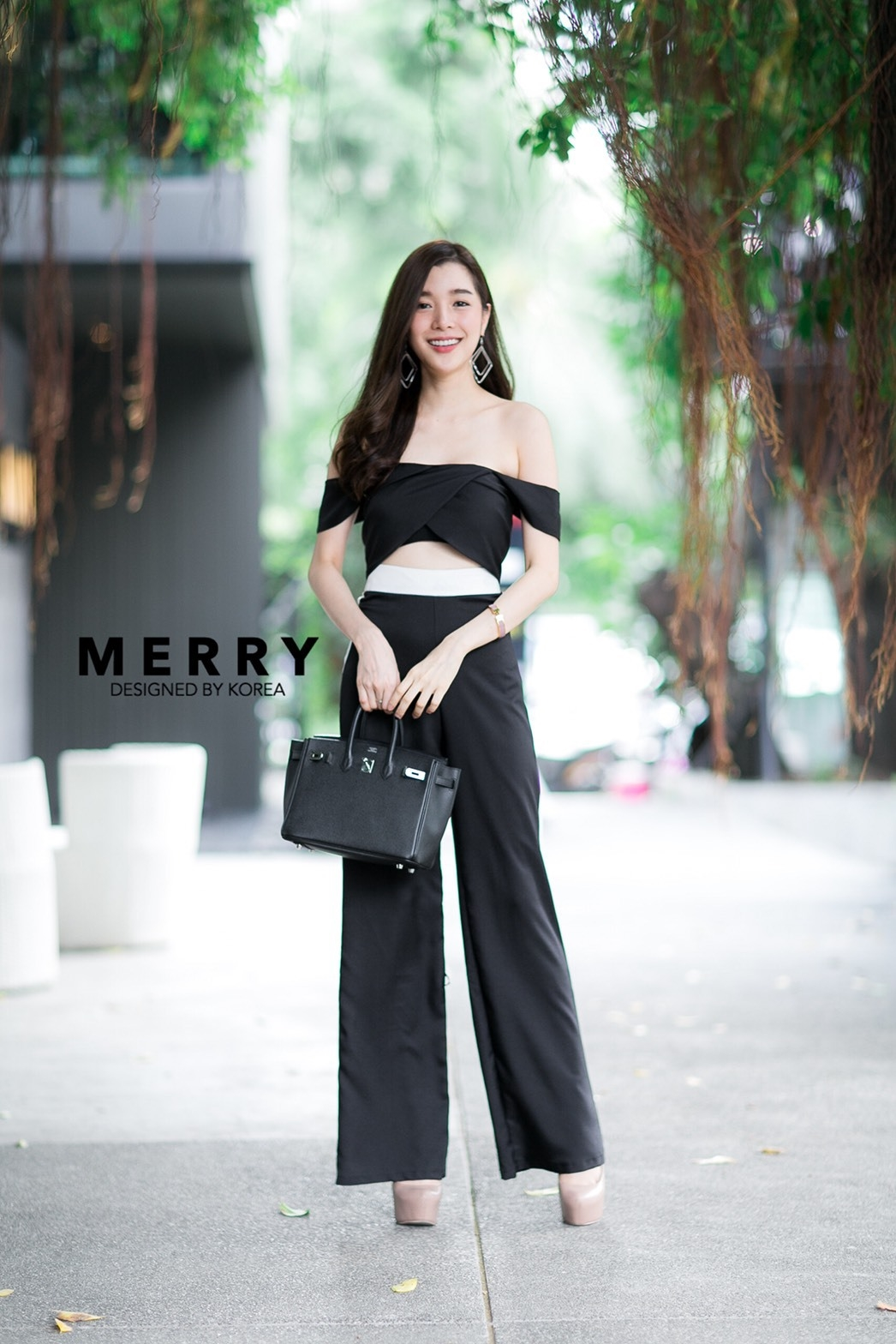 เสื้อผ้าเกาหลีพร้อมส่ง เสื้อเปนเสื้อปาดไหล่ มาพร้อมซิปอย่างดี จับคู่มากับกางเกงขายาวเอวสูงทรงสวย