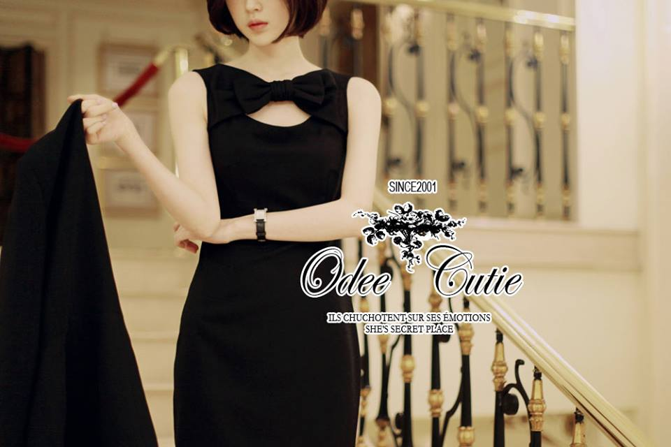 ( พร้อมส่งเสื้อผ้าเกาหลี) เดรสสีดำลุคเรียบหรู กิมมิคของชุดอยู่ที่ช่วงอกค่ะ ตกแต่งโบว์ เนื้อผ้าเรียบสวย