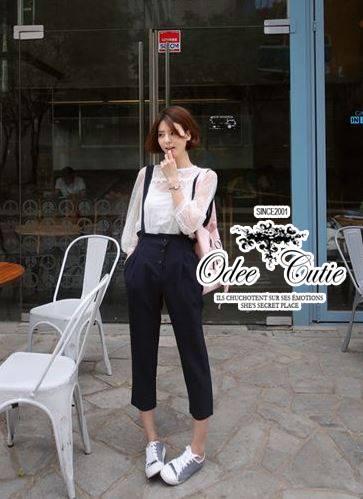 ( พร้อมส่งเสื้อผ้าเกาหลี) เซ็ทเสื้อกับเอี๊ยมกางเกง ลุค Casual เสื้อผ้าลูกไม้ตาข่าย อัดลายผ้าเป็นลายจุดซีทรู โทนสีแมตช์กันสุภาพ พร้อมเสื้อตัวในไม่โป๊ค่ะ เอี๊ยมกางเกงขายาวเจ็ดส่วน