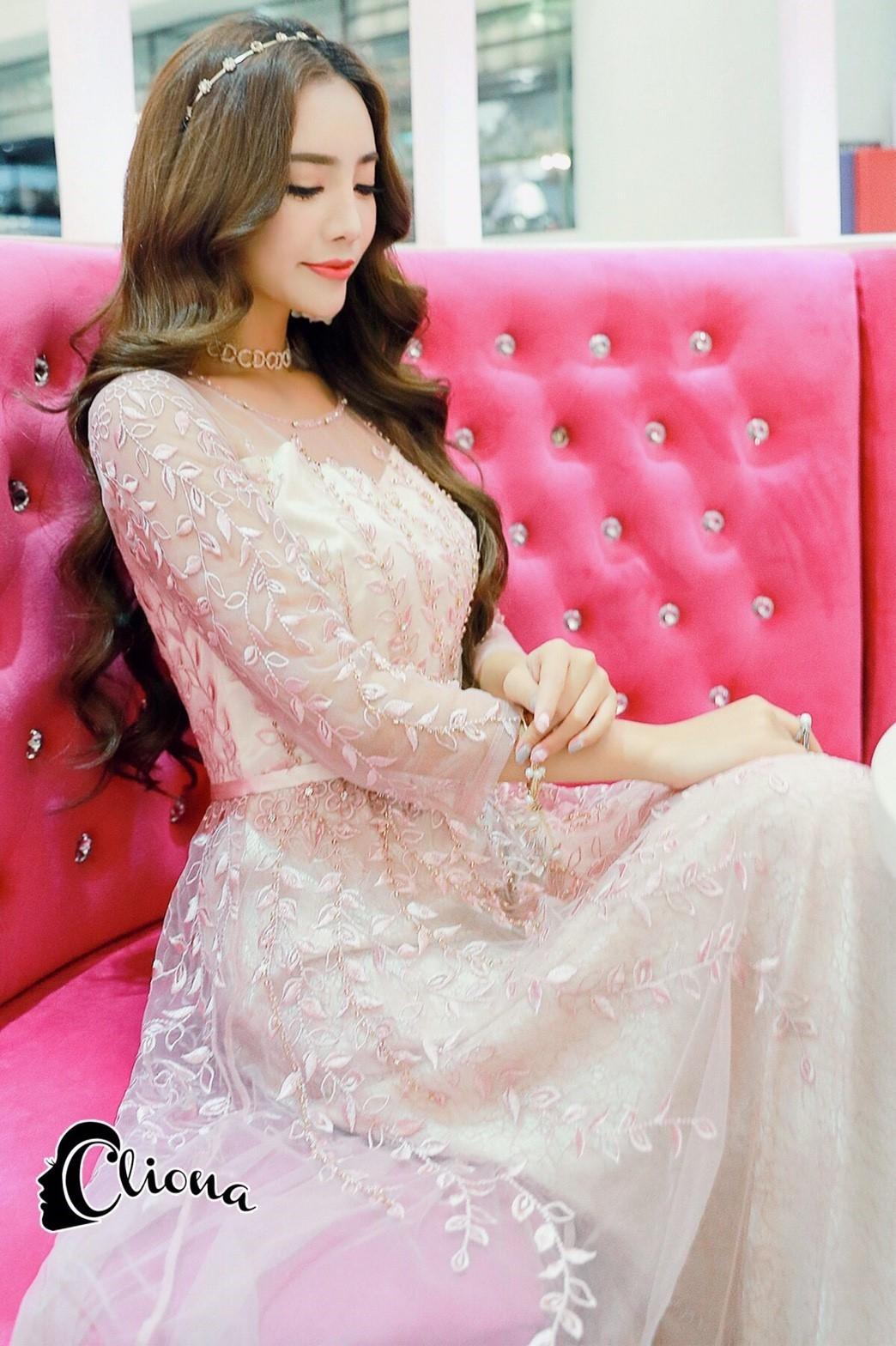 ชุดเดรสเกาหลี พร้อมส่งPastel Purple Embroidered Feathers Luxury Dress