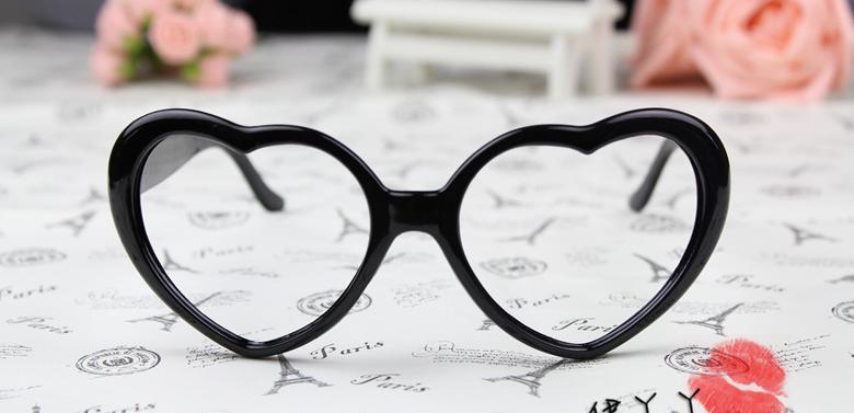 แว่นตาแฟชั่นเกาหลี กรอบหัวใจสีดำ (ไม่มีเลนส์)