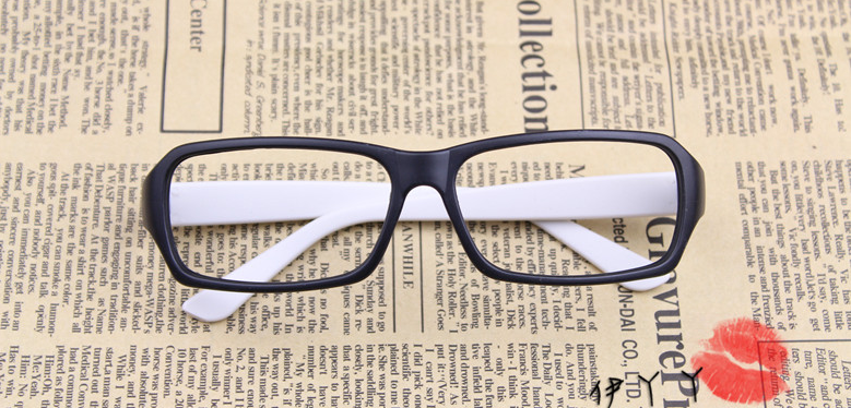 แว่นตาแฟชั่นเกาหลี สีดำขาว (ไม่มีเลนส์)