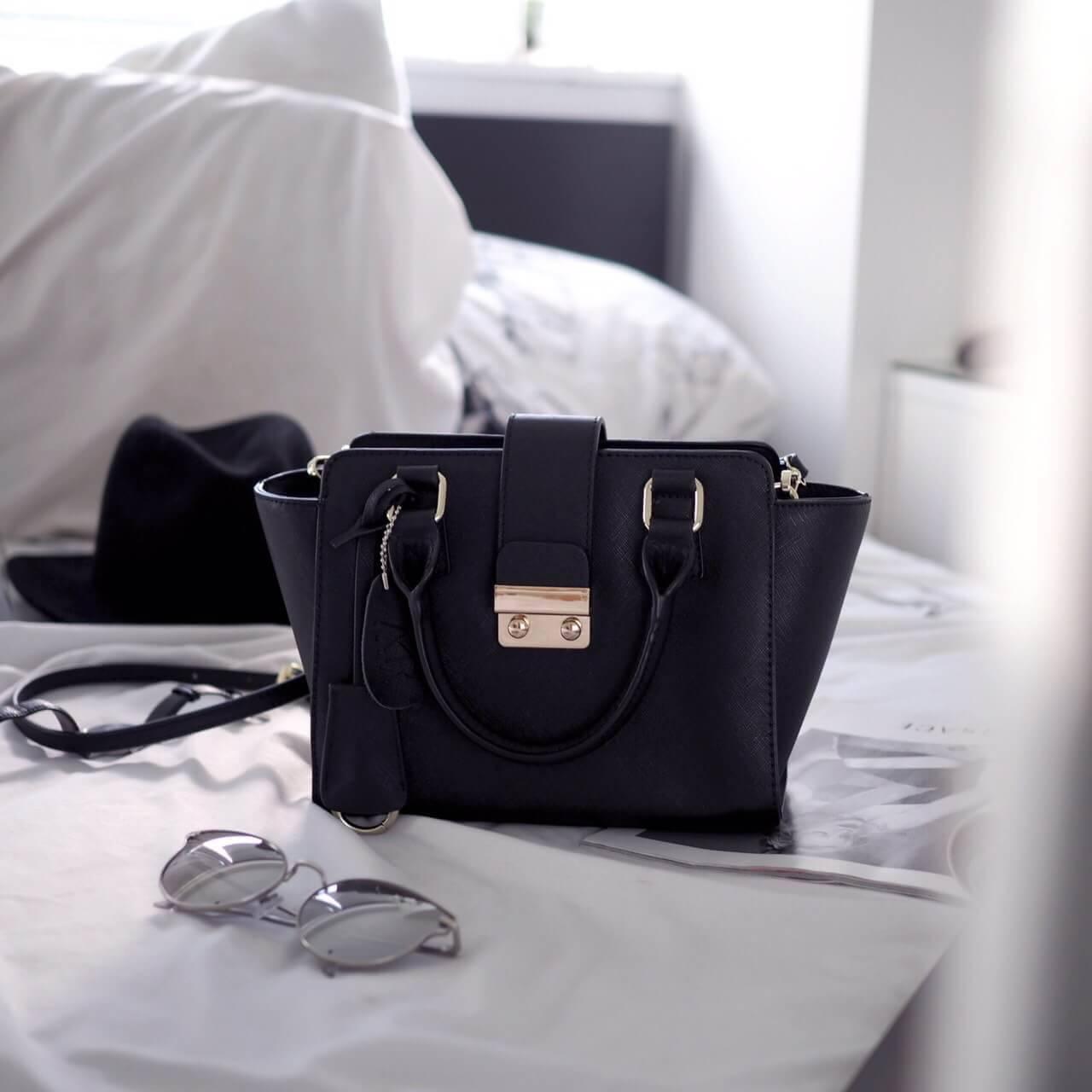 กระเป๋า Amory Leather Mini Lock City Bag Twoto สีดำ