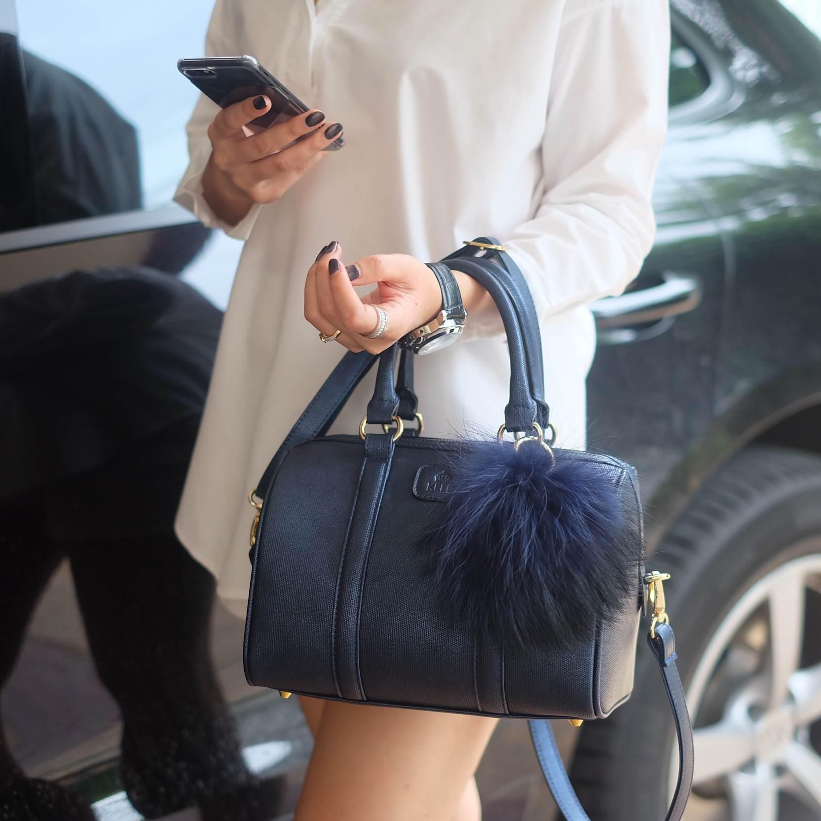 KEEP Glitter Charcoal leather Pillow bag สวย น่ารัก ขนาดตอบทุกโจทย์การใช้งาน