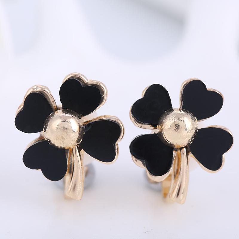 Noir Fleurs Clip