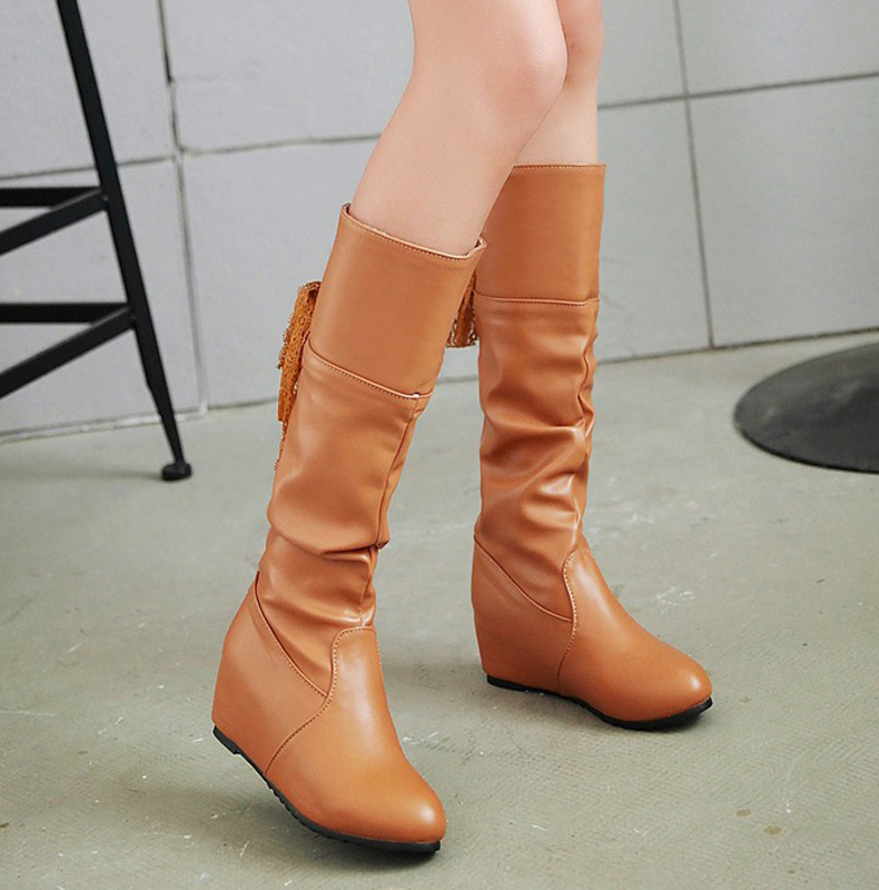 [มีหลายสี] รองเท้าบูทยาวผู้หญิง วีสดุหนังpu จับย่น เสริมส้นสูงด้านใน 2 นิ้ว ด้านหลังเป็นผ้าลายลูกไม้ผูกโบว์ สวย น่ารัก แฟชั่นเกาหลี