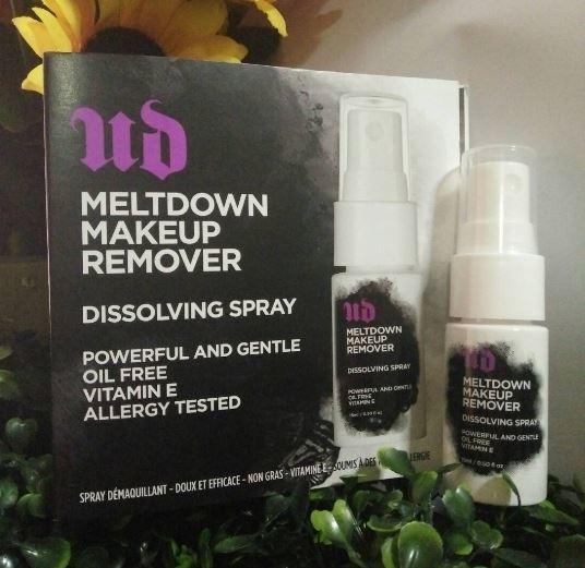 **พร้อมส่ง**Urban Decay Meltdown Makeup Remover Dissolving Spray ขนาดทดลอง 15ml. สเปรย์สลายคราบเครื่องสาอางในทันทีด้วยการเช็ดเพียงครั้งเดียว อ่อนโยนต่อผิว มีส่วนผสมของวิตามินอี บำรุงผิว สามารถเช็ดเครื่องสำอางทุกประเภทออกได้หมด แม้มาสคาร่ากันน้ำ เพียงฉีดพร