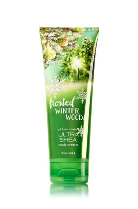 **พร้อมส่ง**Bath & Body Works Frosted Winter Woods 24 Hour Moisture Ultra Shea Body Cream 226g. ครีมบำรุงผิวสุดเข้มข้น มีกลิ่นหอมเปลือกไม้ป่า ผสมวนิลลาหอมๆ ปลายๆกลิ่นมีผลแพร์ กลิ่นที่ดมจากหลอดกลิ่นจะผลไม้ชัดมากคะ แต่พอทาลงบนผิวกลิ่นหอมมาก จะรู้สึกถึงกลิ่น