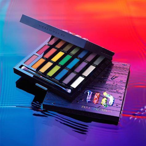 **พร้อมส่ง**Urban Decay Full Spectrum Eyeshadow Palette พาเลตแต่งตาสุดแซ่บ สีรุ้ง สดชัดทะลุกล่องเลยจ้า รุ่นลิมิเต็ดเอดิชั่น ประกอบด้วย 21 เฉดสีจาก Eyeshadow อันเป็นสัญลักษณ์ของแบรนด์ (มากที่สุดเท่าที่เคยมีมาในพาเล็ตต์ของ UD!) ตั้งแต่สีสว่างเจิดจ้าไปจนถึงส