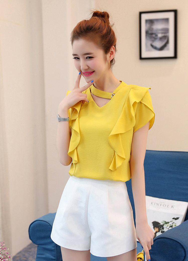 เสื้อแฟชั่นคอวี แต่งสายโช้คเก้อใส่ห่วงติดคอเสื้อดูเก๋ Korea stlye รหัส 1672-สีเหลืองมัสตาร์ด