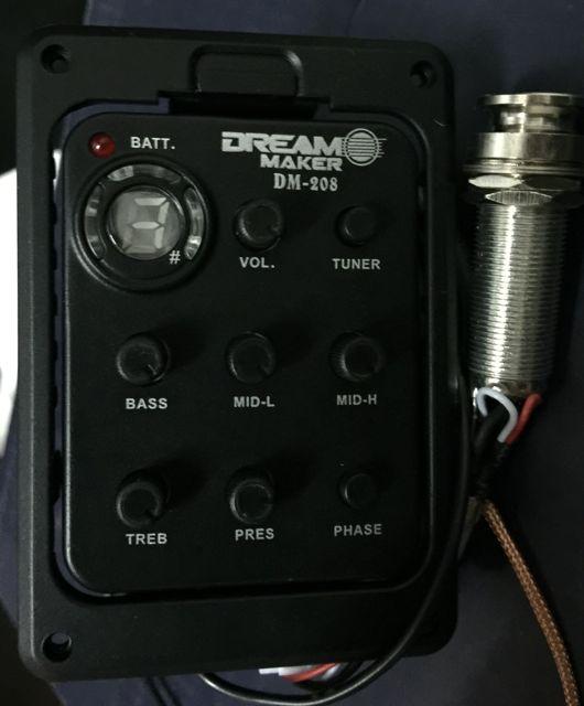 ปิ๊กอัพกีต้าร์โปร่ง ยี่ห้อ Dreammaker DM-208 มีจูนเนอร์ในตัว