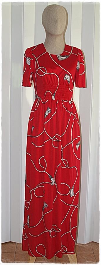 Sold เดรสยาว แขนสั้น เข้าเอว ซิปหลัง พื้นสีแดง ลายเชือก สีขาว