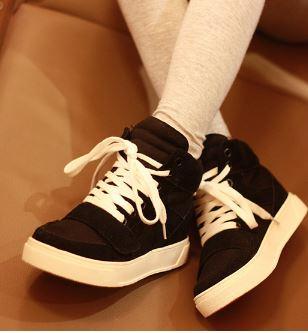 รองเท้าผ้าใบเสริมสูงสไตล์เกาหลี