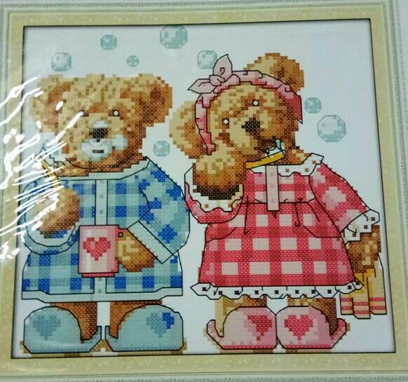 ชุดปักครอสติช ลาย หมีคู่รัก ขนาด 22*21 ซม.ผ้าครอสติช 14 CT ไม่พิมพ์ลายปัก ไหมคอตตอน สี+ผังลาย+เข็ม (ส่งฟรี)