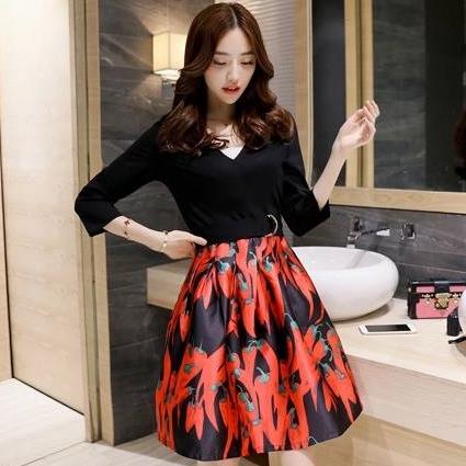ชุดเดรสโทนสีดำ แดง แขนยาวสี่ส่วน กระโปรงพิมพ์ลายพริกน่ารักๆ แนวแฟชั่นเกาหลี