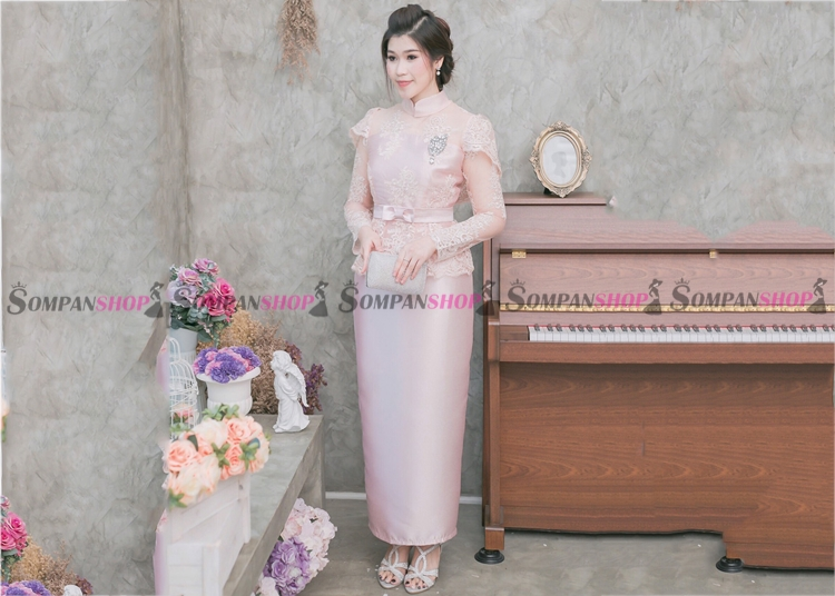 ชุดออกงานผู้ใหญ่สีชมพู เซ็ท เสื้อลูกไม้แขนยาว เอวระบาย คอจีน + กระโปรงยาวผ้าไหมอิตาลี : สินค้าพร้อมส่ง M L XL 2XL