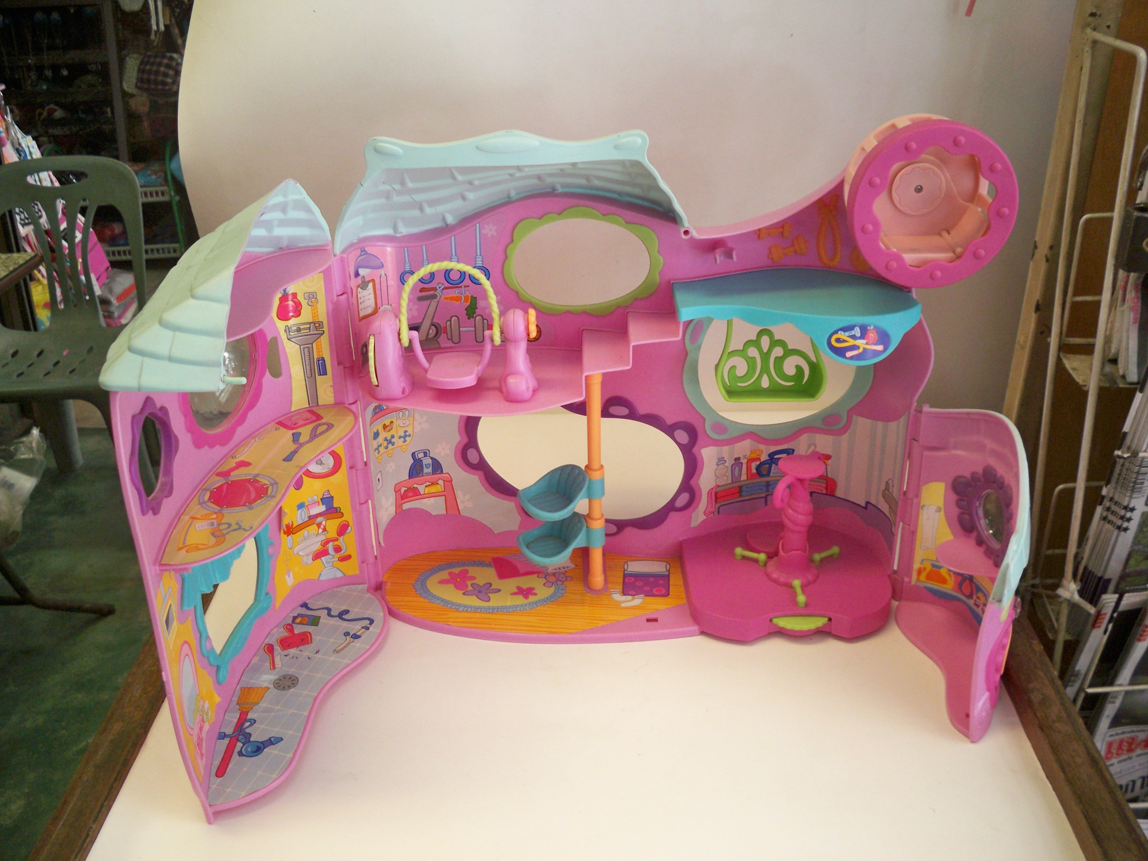 little pet shop tail waggin fitness club playset