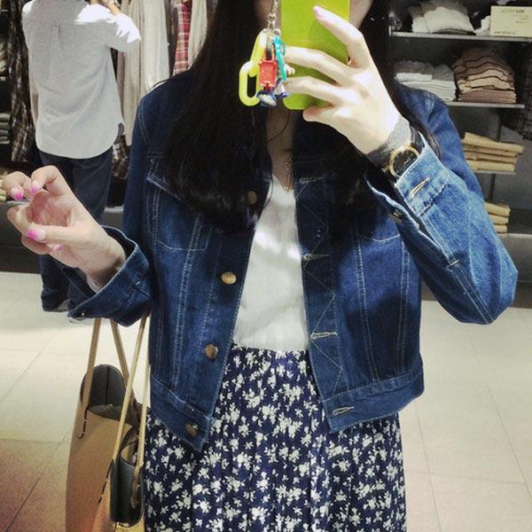 เสื้อยีนส์ผู้หญิง แจ็คเก็ตยีนส์ เสื้อคลุมยีนส์ แฟชั่นสไตล์เกาหลี สีเข้ม สวยๆ ค่า แขนยาว มีกระเป๋า 2 ข้าง คอปก เท่มากๆ เลยจ้า