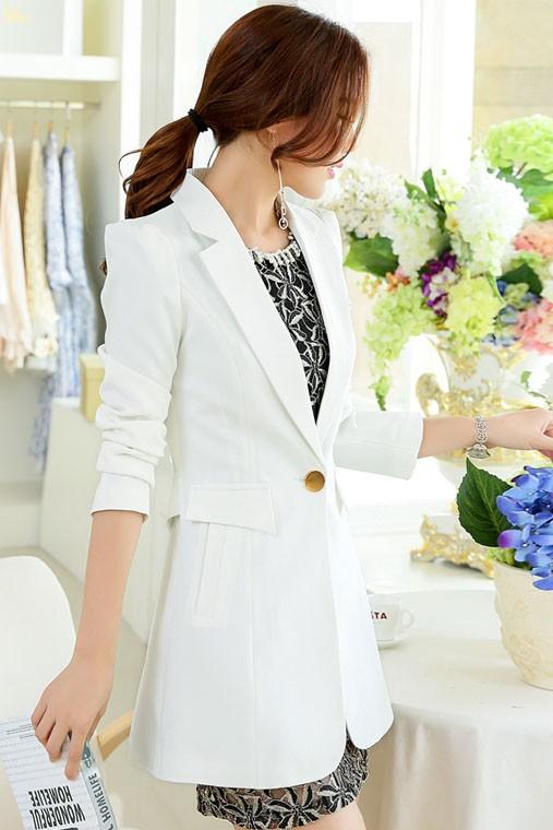 เสื้อสูทแฟชั่น เสื้อสูทผู้หญิง สีขาว คอปก ตัวยาวคลุมสะโพก แต่งสายคาดเอวด้านหลัง