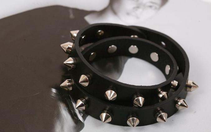 A78 - สร้อยข้อมือ,กำไลข้อมือ,กำไล,สร้อยข้อมือทอง,กำไลทอง,เครื่องประดับ PU leather punk style multi-layer winding leather bracelet