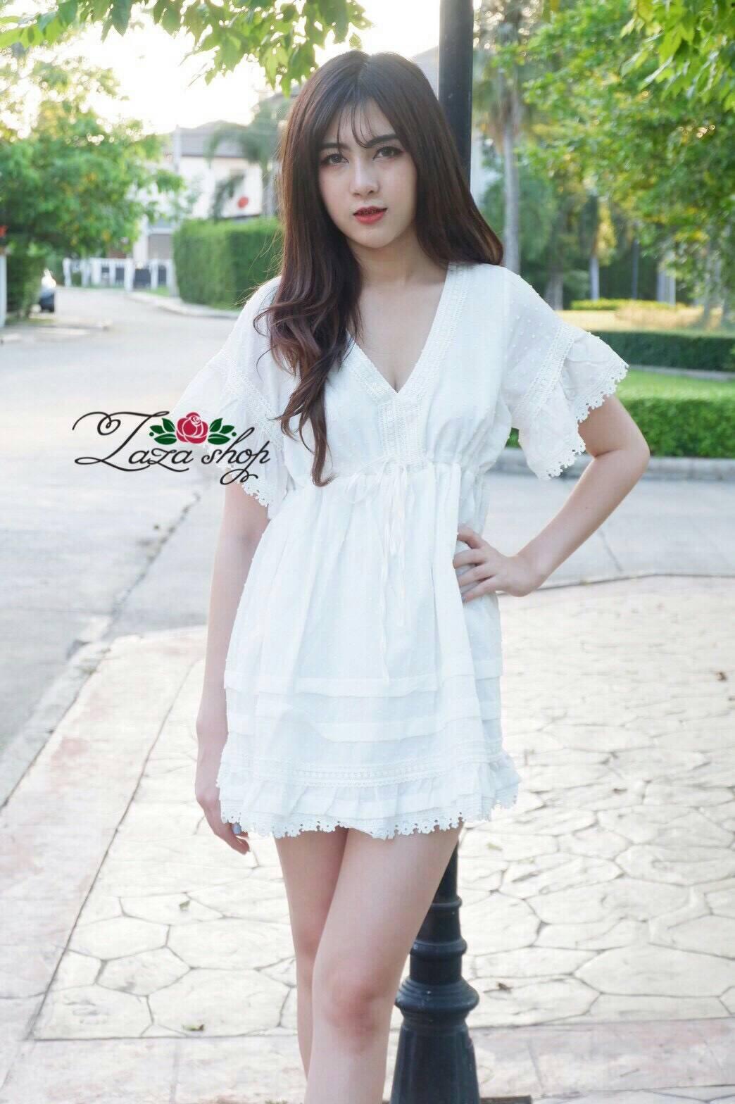 ผ้าฝ้ายเนื้อดี ผูกเชือกช่วงใต้อก ตัวนี้น่ารักมาก สาวๆๆที่หาชุดแนวเกาหลี สั่งเลยจ้ะ ต่อชายแขนลูกไม้ น่ารักฝุด