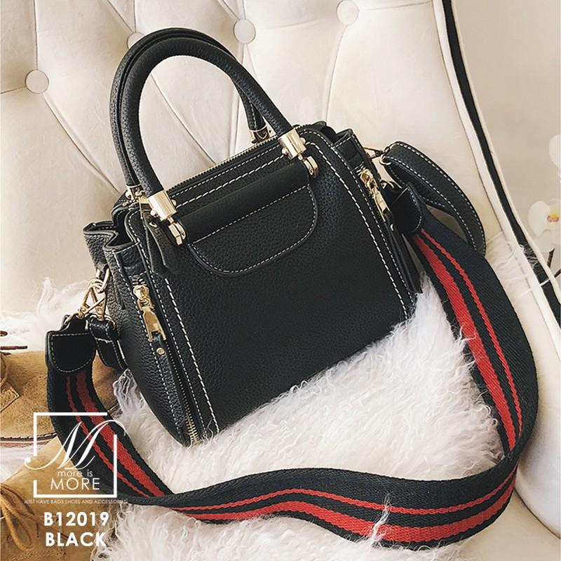 กระเป๋าแฟชั่นนำเข้าดีไซน์สุดเก๋ส์ B12019-BLK (สีดำ)