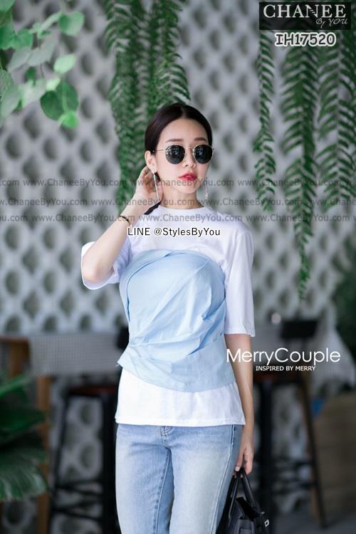 T-shirt แขนสั้นสีขาวจับคู่มากับเสื้อเกาะอกสีครีม มีจับจีบเข้ารูปด้านหน้าและด้านหลังเป็นสม็อคยืดได้
