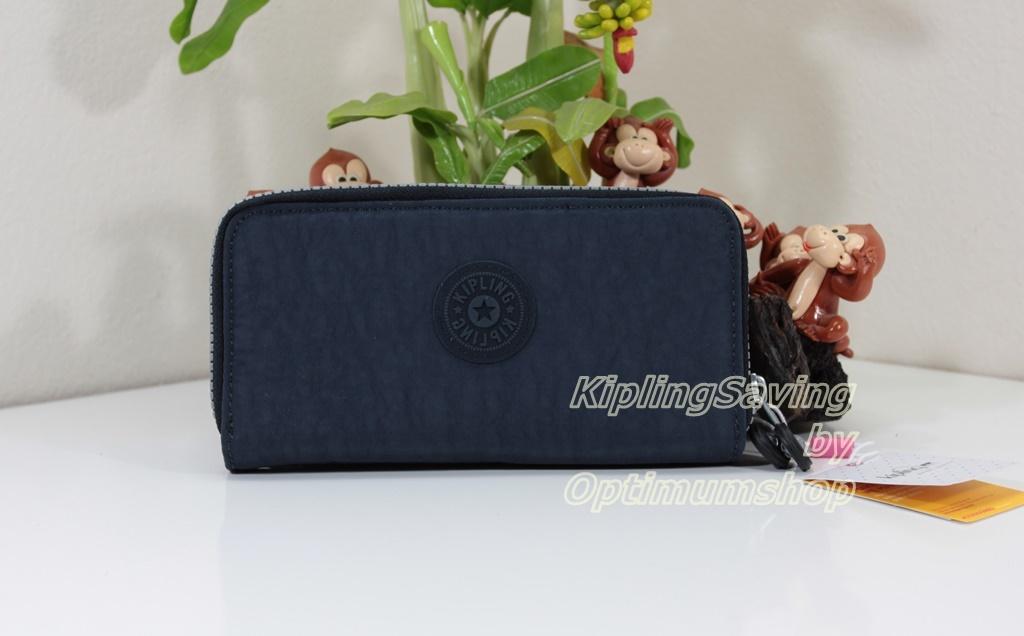 Kipling Uzaio Alaskan Blue เป็นกระเป๋าสตางค์ใบยาวแบบ 2 ซิปรอบ ขนาด 10 L x 18.5 H x 3.5 W cm