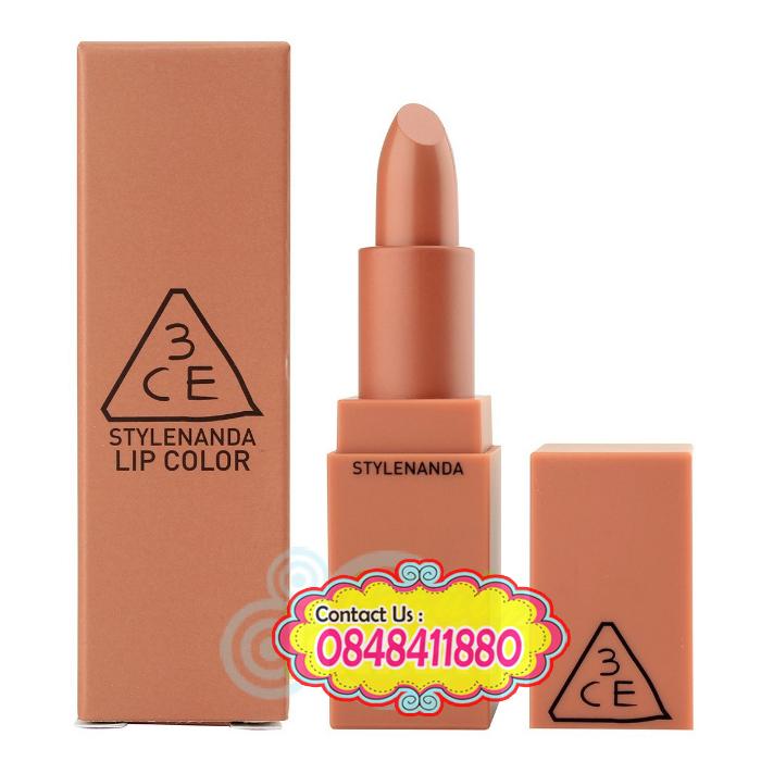 Stylenanda : 3CE Mood Recipe Matte Lip # 114 Rows เนื้อลิปเนียนนุ่ม ทาง่าย ให้ความเป็นแมท แต่ดูไม่แห้ง ริมฝีปากยังคงดูชุ่มชื่น สุขภาพดี มอบสีสันที่เป็นธรรมชาติ สีชัด ติดทน ไม่ตกร่องหรือเป็นคราบ