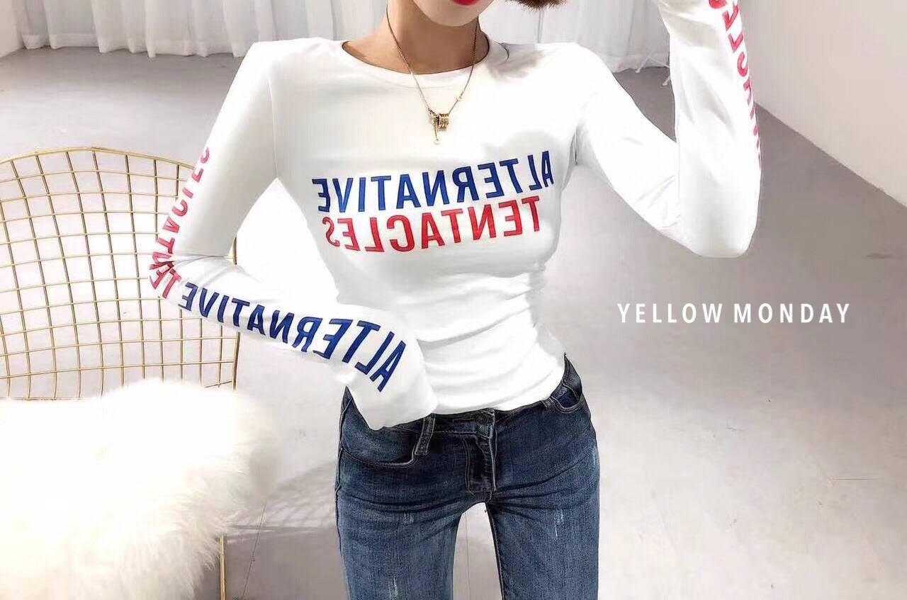 เสื้อยืดแขนยาวแฟชั่นสีขาว
