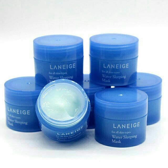 Laneige Water Sleeping Mask ขนาด 15ml. สลีปปิ้งมาสก์สูตรปรับปรุงใหม่ เพิ่มเทคโนโลยีอันเป็นลิขสิทธิ์เฉพาะของ Laneige ช่วยเพิ่มประสิทธิภาพในการบำรุงและฟื้นฟูผิวให้ล้ำลึก และ ยาวนานตลอด 8 ชั่วโมงของการพักผ่อนยามค่ำคืน เพื่อผลลัพธ์ที่ได้คือ ผิวเปล่งปลั่ง กระจ