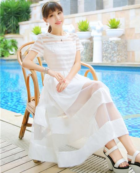 แม็กซี่เดรสแฟชั่น สีขาว ทั้งชุด ดีเทลตัดกับผ้าแก้วเนื้อดีสลับกับผ้าไหมซีฟอง สวย คัดติ้งเนี๊ยบค่ะ ไซส์ L