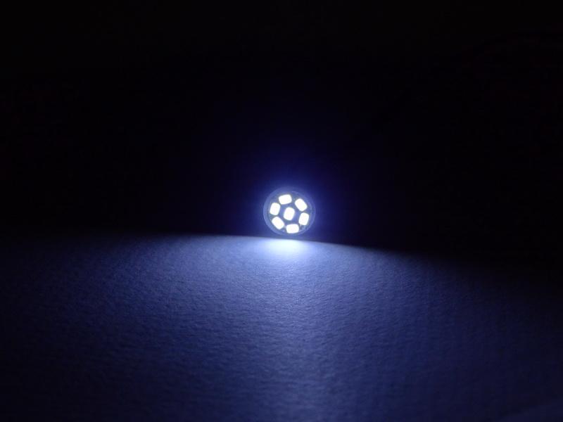 หลอดไฟหรี่ LED รถยนต์ แบบ 7 ดวง สีขาว