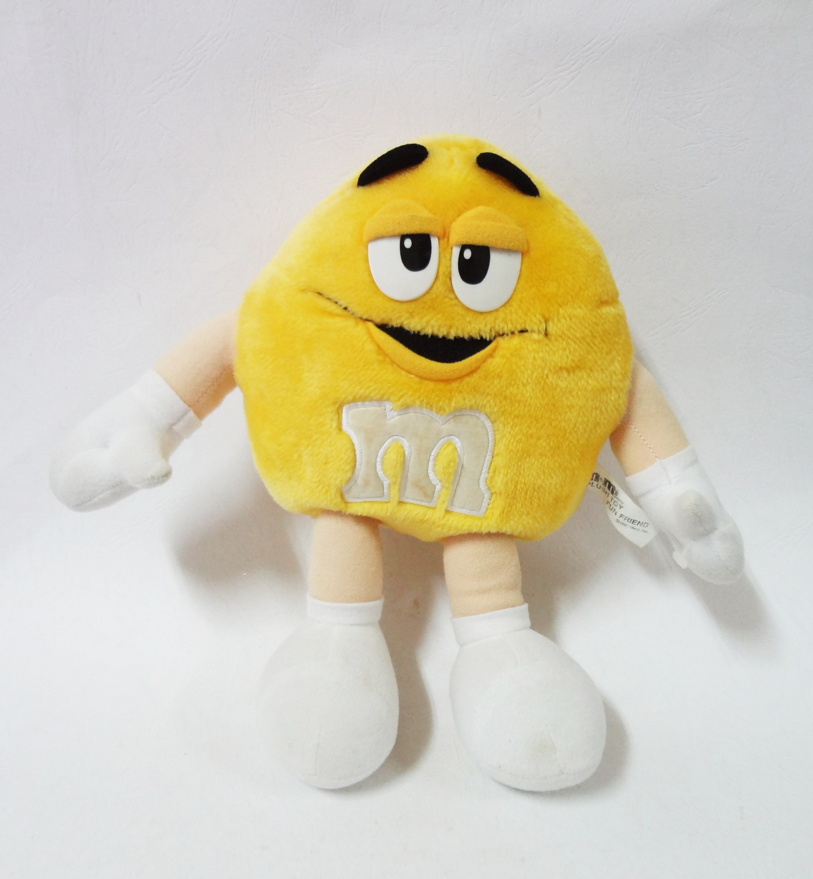 ตุ๊กตา m&m สีเหลือง