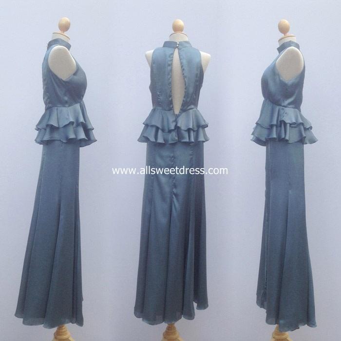 ภาพโชว์ชุดราตรีผ้าซาตินสีเทาสวยๆ รหัส KKLS01GY ด้านข้างทั้งด้านซ้ายและขวา พร้อมแสดงวิธีการถอดซิปเพื่อสวมใส่หรือถอดชุดให้ชม