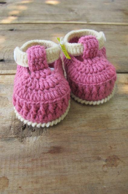 รองเท้ารัดข้อสีชมพูกะปิ ขนาด 3-6 เดือน