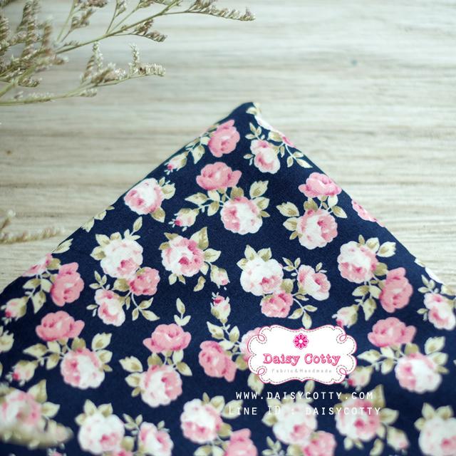 ผ้าคอตตอนไทย 100% 1/4 ม.(50x55ซม.) พื้นสีน้ำเงนกรมท่า ลายดอกกุหลาบวินเทจ