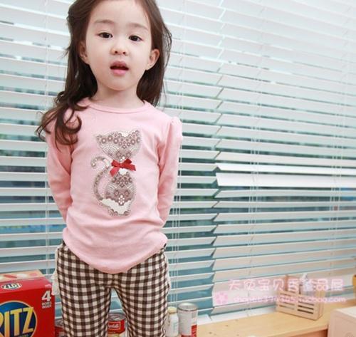 Huanzhu kids ชุดแฟชั่นเด็ก 2 ชิ้น เสื้อสีชมพู ลายแมว+ กางเกงลายสก็อต น่ารักสไตล์เกาหลี