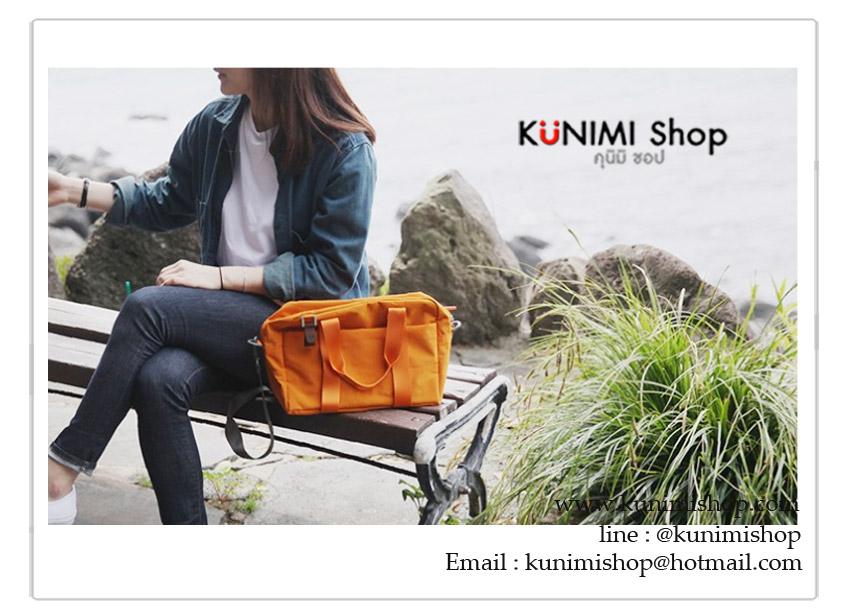 กระเป๋าถือ หรือ สะพายข้าง ใส่ของ เสื้อผ้า เดินทางท่องเที่ยวใบใหญ่ สไตล์เกาหลี เนื้อผ้าไนล่อนกันน้ำ ด้านหลังมีช่องสำหรับสอดกับที่จับกระเป๋าเดินทางหลัก ง่ายต่อการพกพา งานเย็บอย่างดี ใส่ของได้จุใจ มีให้เลืกหลายสีครับ ขนาดประมาณ : ยาว 32 * กว้าง 12 * สูง 23 ซม.
