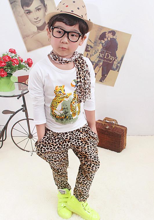 Huanzhu kids ชุดแฟชั่นเด็ก 3 ชิ้น เสื้อแขนยาวสีขาว สกีนรูปเสือ +กางเกงลายเสือ + ผ้าพันคอน่ารักสไตล์เกาหลี เก๋มากค่ะ