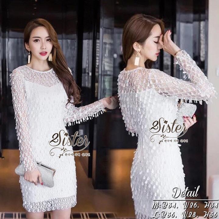 สินค้าพร้อมส่ง 한국에 의해 설계된 2Sister made, Little Cuties White Sparkling Lady Dress เดรสสีขาวลุคหรู เนื้อผ้าตาข่ายถักทอลายลูกไม้มีมิติสวยทั้งตัว งานมีซับในอย่างดีนะคะ ดีเทลแขนยาว ซิปด้านหลังค่ะ แพทเทิร์นเว้าเข้ารูปใส่เป็นทรงสวย สามารถใส่ได้หลายโอกาส ใส่กับเค