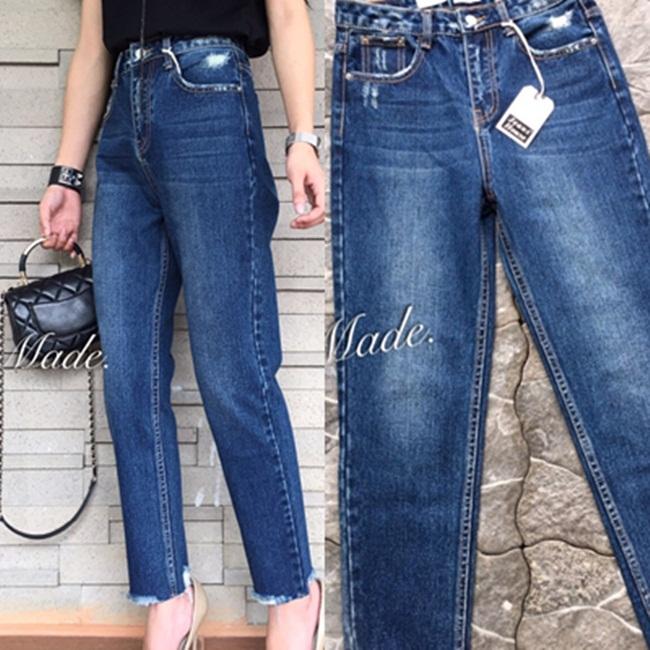 กางเกงแฟชั่น กางเกงยีนส์ทรงบอยรุ่นใหม่ แต่งขาดนิดๆ