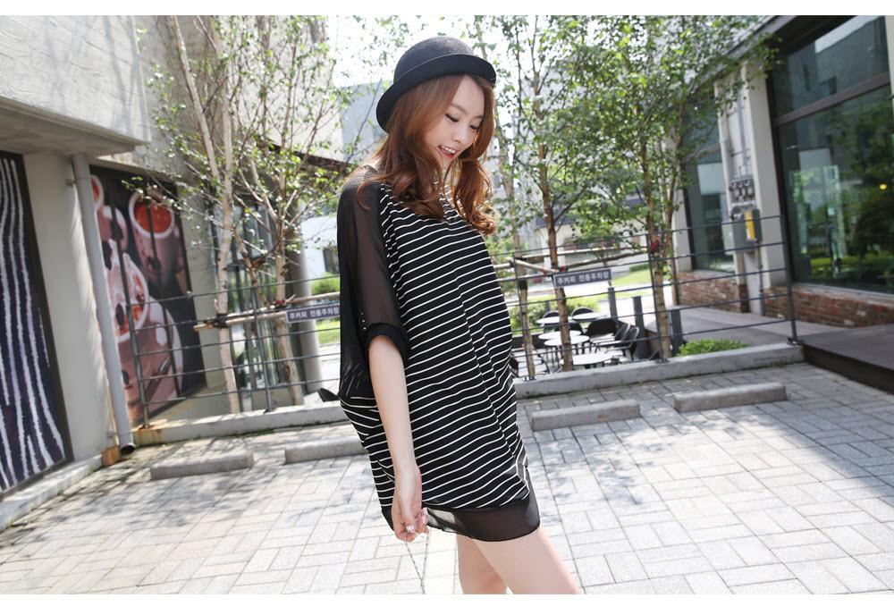 Pre Order - เสื้อแฟชั่นเกาหลี ใส่สลาย ปลายแขนและชายเสื้อเย็บผ้าชีฟอง ตัวใหญ่เหมาะกับฤดูร้อน สี : สีขาว / สีดำ